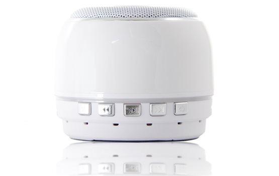 Niewielki Biały Głośnik Bluetooth Orllo DF-B07 z Radiem FM oraz wejściem mini jack o mocy 3W z antypoślizgową podstawką.