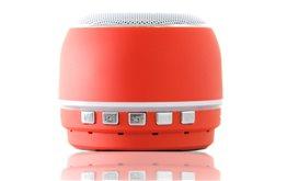 Niewielki Czerwony Głośnik Bluetooth Orllo DF-B07 z Radiem FM oraz wejściem mini jack o mocy 3W z antypoślizgową podstawką.